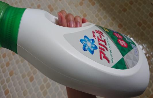 洗剤の容器をチェック