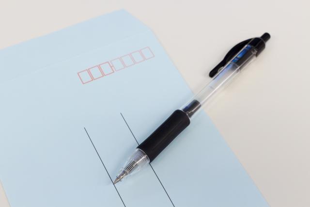 ボールペンでレターパックを書く