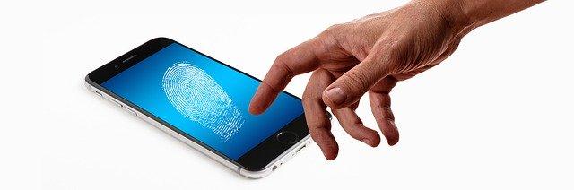 iPhoneに指紋がつく