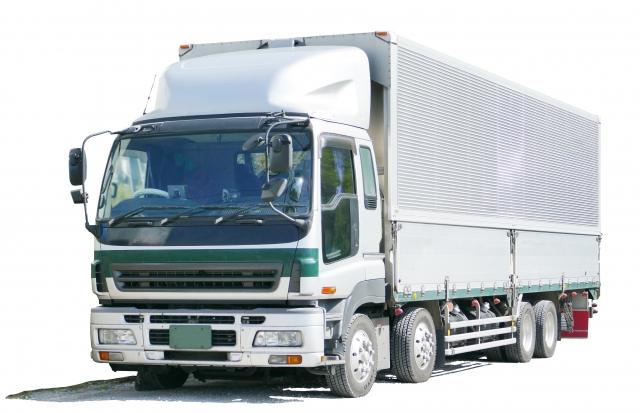 ゆうパックを発送するトラック