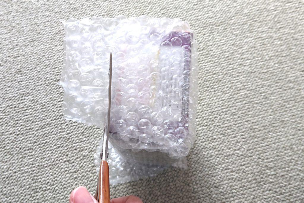 プチプチで箱を包む方法
